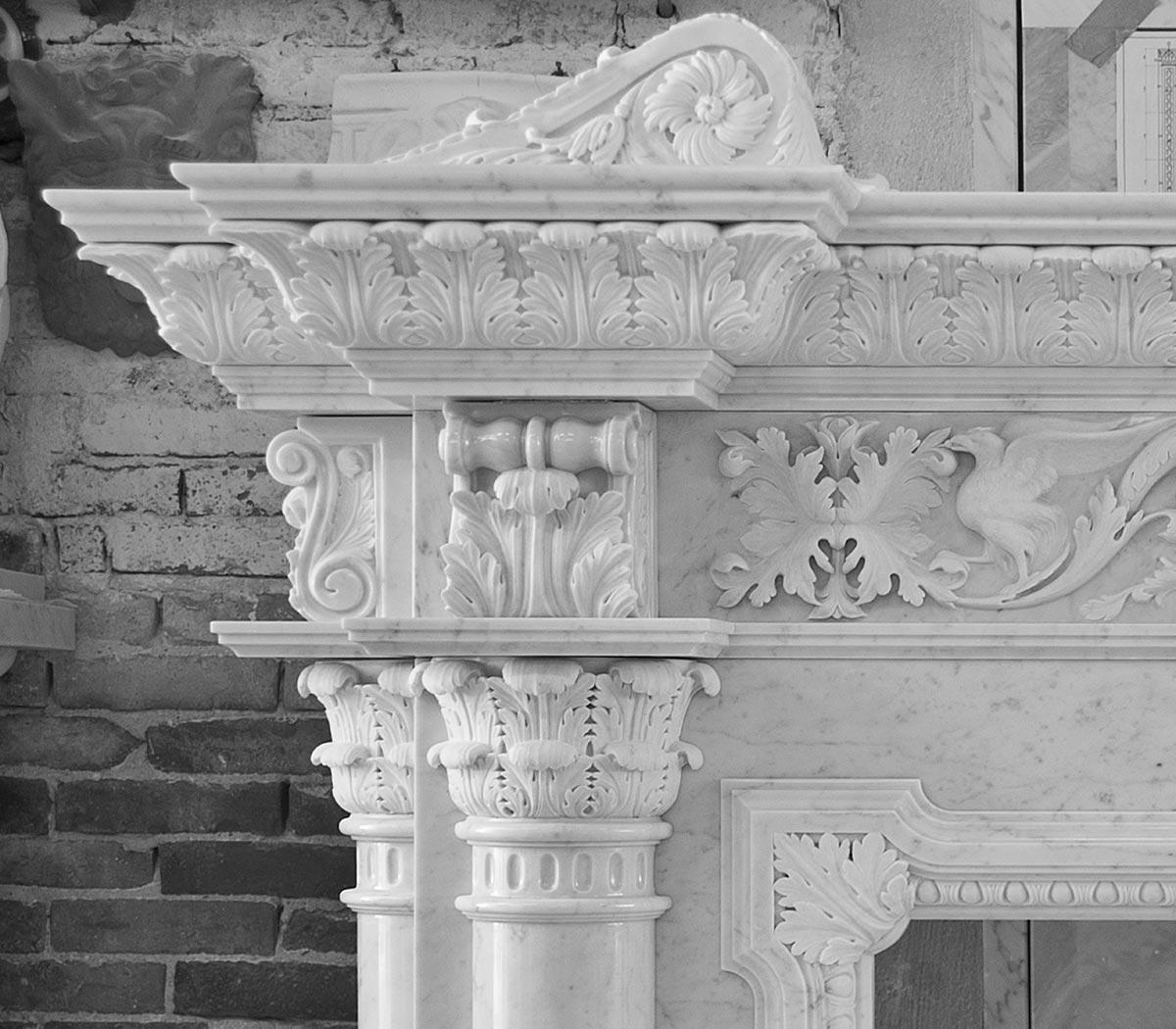 Camino in marmo bianco di Carrara - dettaglio