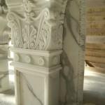 colonne e capitelli in marmo bianco e colorato