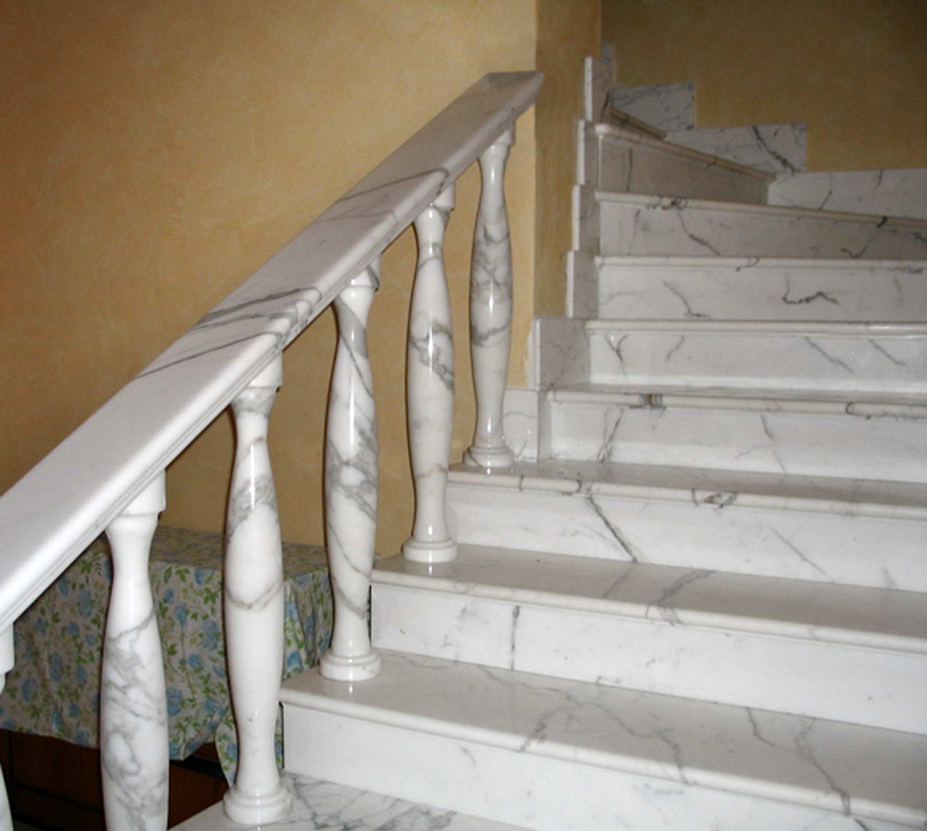 Scale in marmo scalinata marble stairs gradini in marmo - Marmo per scale ...