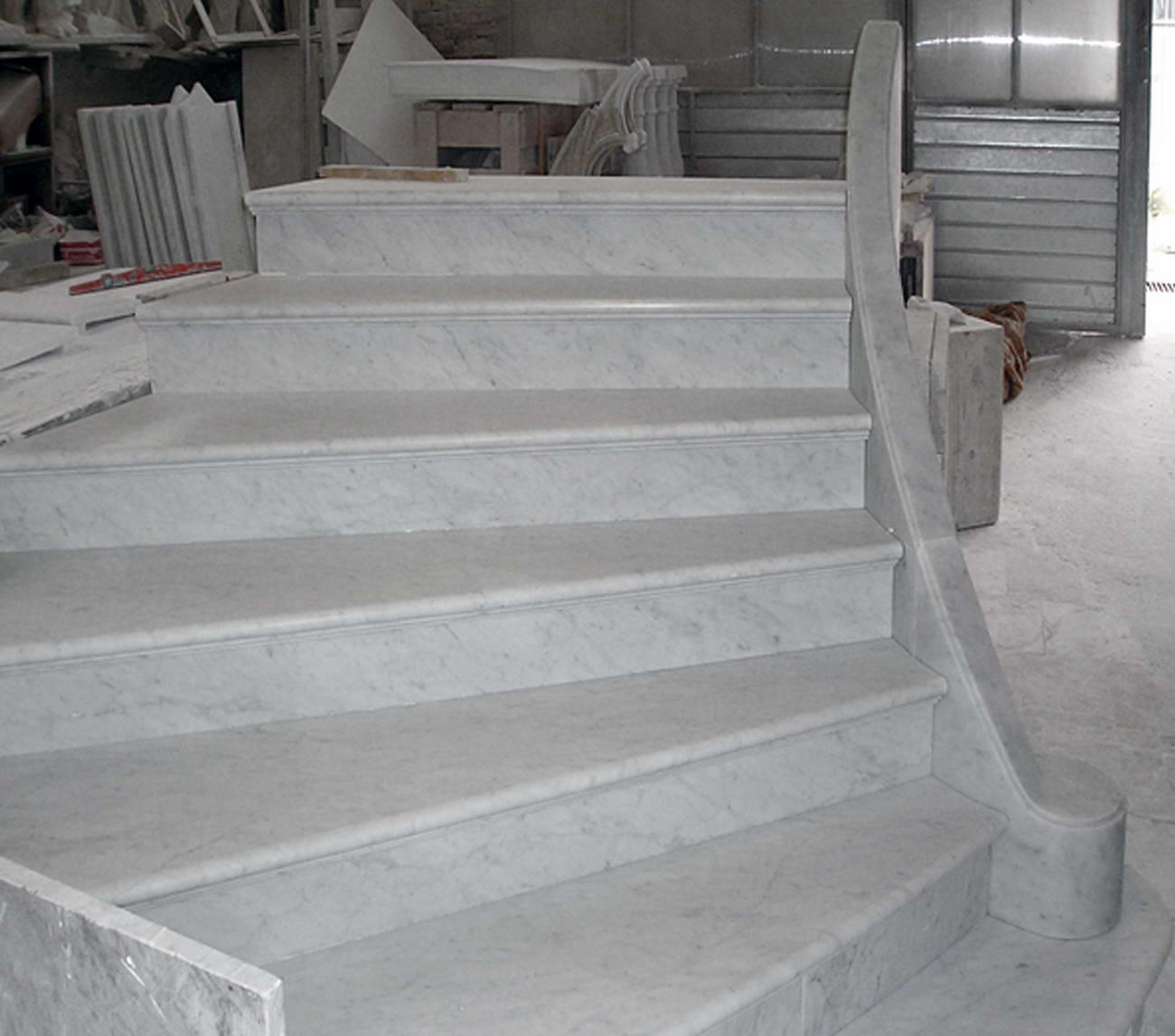 Scale in marmo scalinata marble stairs gradini in marmo - Granito per scale ...