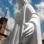 Scultura della Madonna in marmo bianco